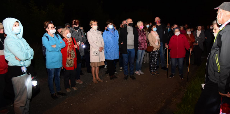 Wieczorny spacer rozpoczął się przed siedzibą dawnego komturstwa - 7209