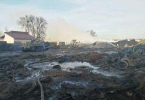 Strażacy z powiatu tucholskiego brali udział w akcji przy ogromnym pożarze opon ZDJĘCIA-7307