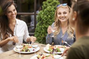 """Ogródki restauracyjne otwarte już na """"majówkę""""? Rzecznik rządu odpowiada-7876"""