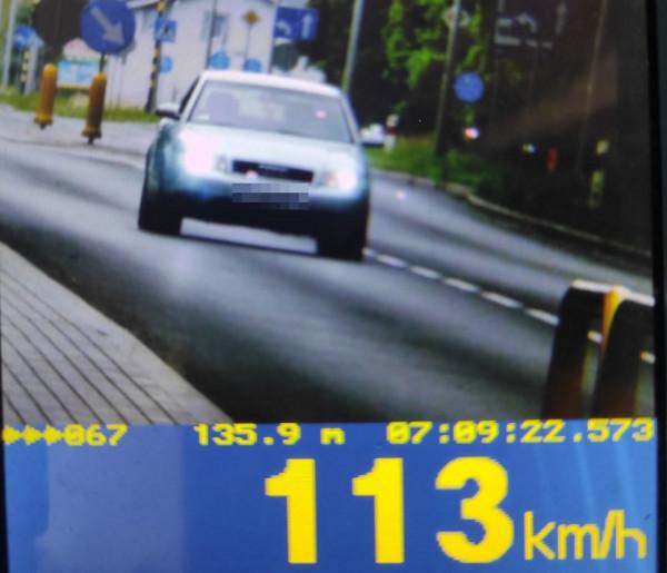 W Tucholi i Cekcynie: zatrzymane prawa jazdy za zbyt szybką jazdę. Ponad 100 km/h w zabudowanym-8341