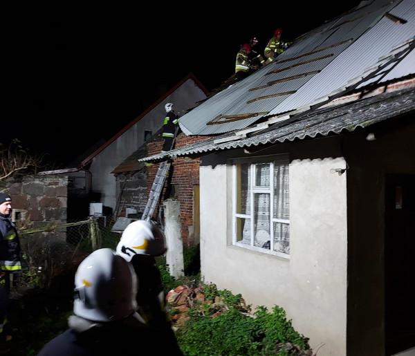 Połamane drzewa, zerwane poszycie dachu. Skutki wczoraszej wichury-8810