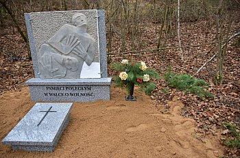 Pomnik w Lesie Krajeńskim-2444