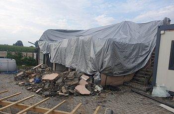 Burza zerwała dach na posesji w Cekcynie (28.07.2021)-2515